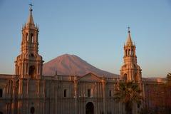 Καθεδρικός ναός Arequipa στο σούρουπο Στοκ Εικόνες