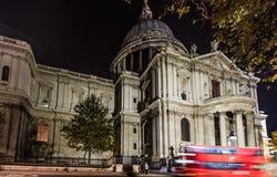 Καθεδρικός ναός Saint-Paul Λονδίνο τη νύχτα Στοκ φωτογραφία με δικαίωμα ελεύθερης χρήσης