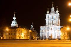 Καθεδρικός ναός Smolny που φωτίζεται Πετρούπολη Άγιος στοκ φωτογραφία