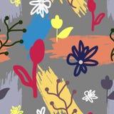 Καθιερώνον τη μόδα floral άνευ ραφής σχέδιο Αφηρημένα λουλούδια και κτυπήματα βουρτσών που χρωματίζονται με το χέρι Στοκ Εικόνες