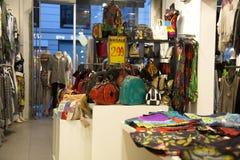 Καθιερώνον τη μόδα εσωτερικό κατάστημα Στοκ Φωτογραφία
