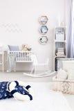 Καθιερώνον τη μόδα δωμάτιο μωρών στοκ εικόνα