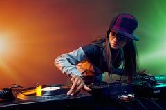 Καθιερώνον τη μόδα DJ Στοκ φωτογραφία με δικαίωμα ελεύθερης χρήσης