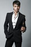 Καθιερώνων τη μόδα κομψός νεαρός άνδρας μόδας Στοκ εικόνες με δικαίωμα ελεύθερης χρήσης