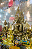 Καθισμένες εικόνες του Βούδα στην τοποθέτηση της κατάκτησης της Mara και της περισυλλογής Στοκ Εικόνα