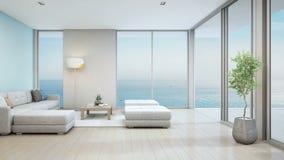 Καθιστικό άποψης θάλασσας του σπιτιού παραλιών πολυτέλειας με τις εσωτερικές εγκαταστάσεις κοντά στην πόρτα γυαλιού και την ξύλιν ελεύθερη απεικόνιση δικαιώματος