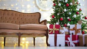 Καθιστικό με το χριστουγεννιάτικο δέντρο, τα δώρα και τα φω'τα φιλμ μικρού μήκους