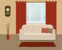 Καθιστικό στο αναδρομικό ύφος με έναν άσπρο καναπέ και κόκκινες κουρτίνες Στοκ Εικόνα