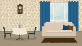 Καθιστικό στο αναδρομικό ύφος με έναν άσπρο καναπέ, μια διάσκεψη στρογγυλής τραπέζης και μπλε κουρτίνες Στοκ φωτογραφία με δικαίωμα ελεύθερης χρήσης