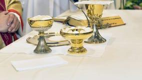 Καθολική θρησκευτική τελετή Eucharist - εκλεκτική εστίαση στοκ φωτογραφία με δικαίωμα ελεύθερης χρήσης