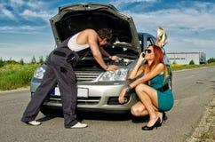 καθορίζοντας μηχανικός αυτοκινήτων στοκ εικόνα