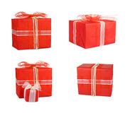 Καθορισμένα κιβώτια δώρων διακοπών που διακοσμούνται με τα τόξα και τις κορδέλλες Στοκ εικόνα με δικαίωμα ελεύθερης χρήσης