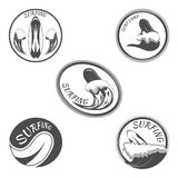 Καθορισμένη διανυσματική απεικόνιση λογότυπων σερφ Στοκ εικόνες με δικαίωμα ελεύθερης χρήσης