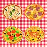 Καθορισμένη πίτσα στον ιταλικό πίνακα Στοκ φωτογραφίες με δικαίωμα ελεύθερης χρήσης