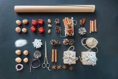 Καθορισμένη συσκευασία διαταγής δώρων Χριστουγέννων προετοιμασιών διαδικασίας Στοκ Εικόνες