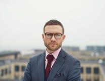 Καθορισμένος έντονος νέος επιχειρηματίας στοκ φωτογραφίες με δικαίωμα ελεύθερης χρήσης