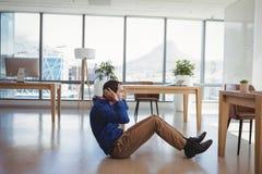 Καθορισμένος ανώτερος υπάλληλος που προσχηματίζει τις κρίσιμες στιγμές στοκ φωτογραφία