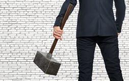 Καθορισμένος επιχειρηματίας με το σφυρί Στοκ Εικόνες