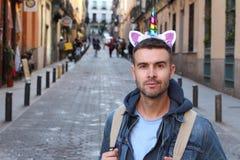 Καθορισμένος τύπος που φορά την κορώνα μονοκέρων στοκ εικόνες