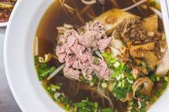 Καθορισμένο μεσημεριανό γεύμα νουντλς βόειου κρέατος Στοκ εικόνα με δικαίωμα ελεύθερης χρήσης