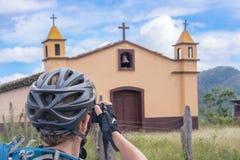Καθολική εκκλησία στο δρόμο κοντά σε Coa Arriba στην Ονδούρα Στοκ Φωτογραφία