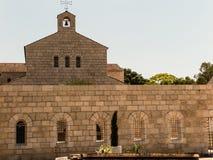 Καθολική εκκλησία του πολλαπλασιασμού του ψωμιού και των ψαριών στην ετικέττα Στοκ Εικόνες