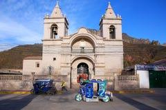 Καθολική εκκλησία Plaza de Armas σε Chivay, Περού Στοκ Φωτογραφίες