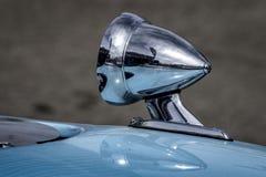 Καθρέφτης αγώνα χρωμίου σε ένα αθλητικό αυτοκίνητο Στοκ Εικόνες