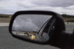 καθρέφτης αυτοκινήτων οπ& Στοκ φωτογραφία με δικαίωμα ελεύθερης χρήσης
