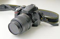 Καθρέφτης, κινηματογράφηση σε πρώτο πλάνο ψηφιακών κάμερα σε μια γκρίζα ανασκόπηση στοκ εικόνες με δικαίωμα ελεύθερης χρήσης