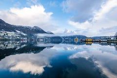 Καθρέφτης λιμνών πλατφορμών άντλησης πετρελαίου αντανάκλασης Olen όπως στοκ εικόνα με δικαίωμα ελεύθερης χρήσης