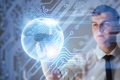 Καινοτόμες τεχνολογίες στην επιστήμη και την ιατρική Τεχνολογία που συνδέει Κράτημα του καμμένος πλανήτη Γη Στοκ Φωτογραφία