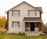 Καινούργιο σπίτι σε ένα εξοχικό σπίτι στη Ρωσία Στοκ φωτογραφία με δικαίωμα ελεύθερης χρήσης