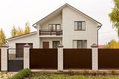 Καινούργιο σπίτι σε ένα εξοχικό σπίτι στη Ρωσία Στοκ Εικόνα