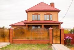 Καινούργιο σπίτι σε ένα εξοχικό σπίτι στη Ρωσία Στοκ Εικόνες
