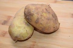 Καινούριες πατάτες που απομονώνονται στο άσπρο υπόβαθρο Στοκ εικόνα με δικαίωμα ελεύθερης χρήσης
