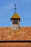 Καιρικό Vane σε μια στέγη Στοκ εικόνα με δικαίωμα ελεύθερης χρήσης
