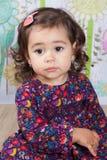 1 και ένα μισό χρονών κοριτσάκι εσωτερικό Στοκ Εικόνα