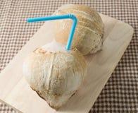 Και γλυκός χυμός νερού καρύδων δύο Στοκ Εικόνες