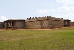 Και οι είσοδοι και και οι εξωτερικοί τοίχοι, ναός Hazara Rama Βασιλικό κέντρο ή βασιλική περίφραξη Hampi, Karnataka στοκ φωτογραφία με δικαίωμα ελεύθερης χρήσης