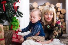 και ο δύο ο πράσινος γιος τζιν mom ολοκληρώνει τη φθορά Στοκ Εικόνα