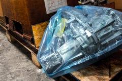 Κακή αποθήκη εμπορευμάτων αποθήκευσης των μερών σκουριασμένων Στοκ Φωτογραφίες