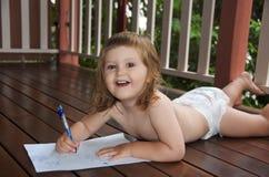 κακογράφοντας μικρό παιδ Στοκ φωτογραφία με δικαίωμα ελεύθερης χρήσης