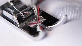 Κακογραφία βελονιών τρεκλίσματος μηχανών ραψίματος κλείστε επάνω κίνηση αργή απόθεμα βίντεο