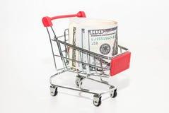 Καλάθι αγορών σιδήρου με τα χρήματα Καλάθι τροφίμων στοκ φωτογραφίες με δικαίωμα ελεύθερης χρήσης
