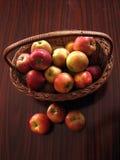 καλάθι μήλων Στοκ φωτογραφίες με δικαίωμα ελεύθερης χρήσης