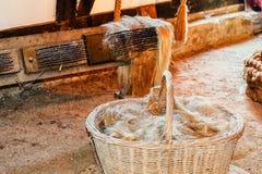 Καλάθι με την κάνναβη - ίνες στοκ φωτογραφία με δικαίωμα ελεύθερης χρήσης