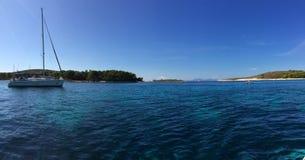 Καλά νησιά της Κροατίας, το μαργαριτάρι της Μεσογείου Στοκ Φωτογραφία