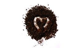 Καλή καρδιά στο σωρό του στιγμιαίου καφέ Στοκ εικόνα με δικαίωμα ελεύθερης χρήσης