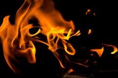 καλή κυριώτερη μαλακή κατακόρυφος φλογών πυρκαγιάς λεπτομέρειας ανασκόπησης μαύρη στοκ φωτογραφίες